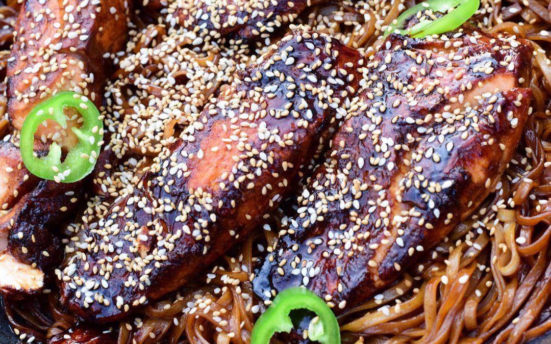 Enkel sweet chili lax med risnudlar